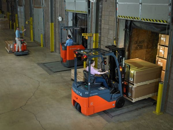 toyota 3 wheel electric forklifts loading dock