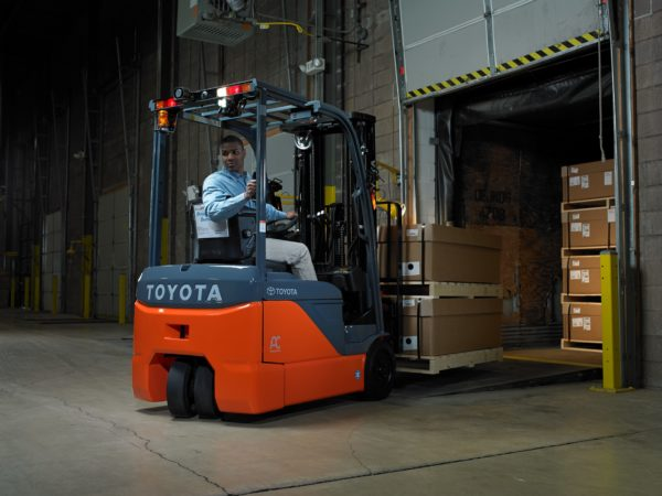 toyota 3 wheel electric forklift backing up loading dock