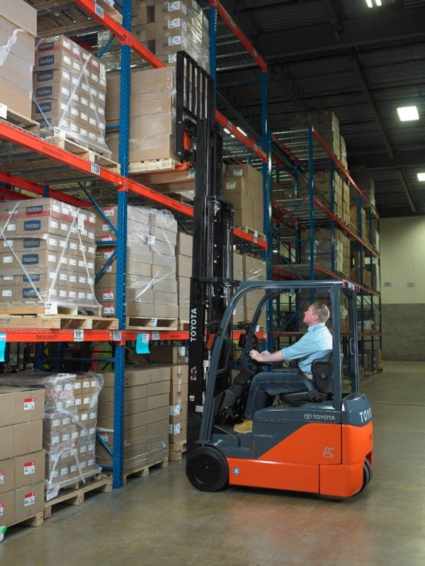 toyota 3 wheel electric forklift lifting in warehouse