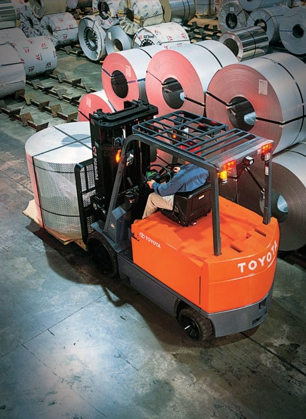 toyota large electric forklift carrying large load