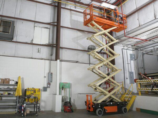 jlg r4045 electric scissor lift application