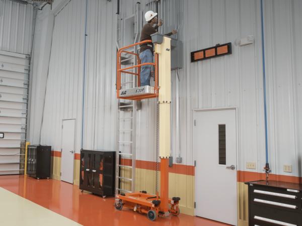 jlg 830p push around lift application