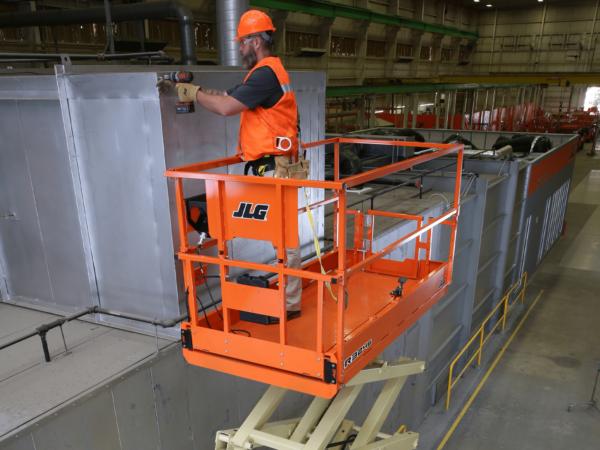 jlg r3246 electric scissor lift application